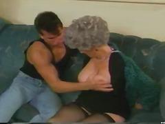 Isoäiti, Vuosikerta, Kova Porno.