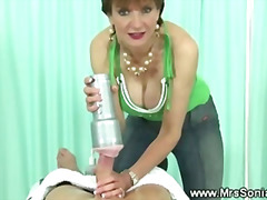 Cuckolds wife uses penis pump