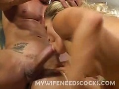 Sexy wife enjoys intense knobbing