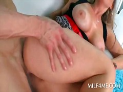 Horny mommy getting her pussy filled with hard pecker